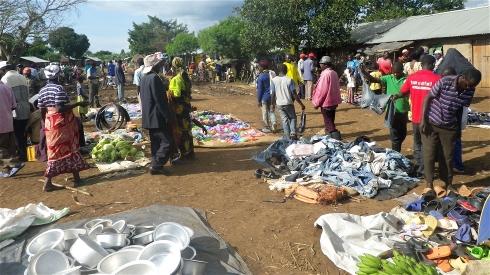 Kagoma weekly market in the Kyangwali refugee settlement in Uganda. (Pic: IRIN/RSC)