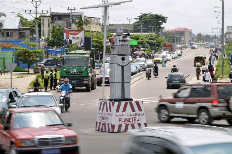 A traffic robot cop on Triomphal boulevard of Kinshasa at the crossing of Asosa, Huileries and Patrice Lubumba streets. (Pic: AFP)