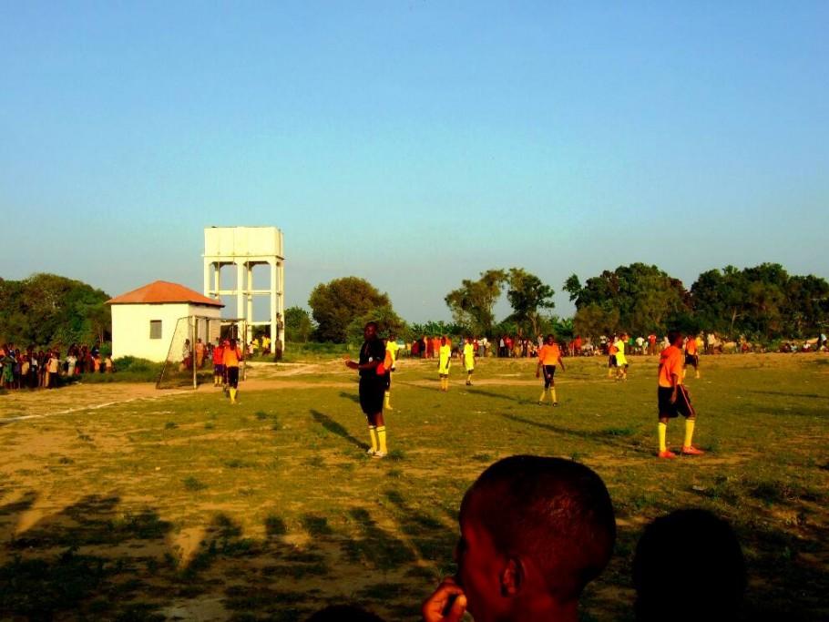Balcad-Somalia-Soccer-Game-2-910x683
